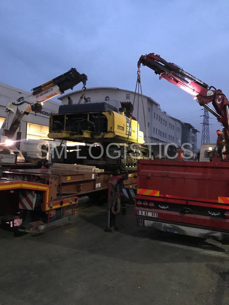 Loading komatsu PC200 into container Flat rack